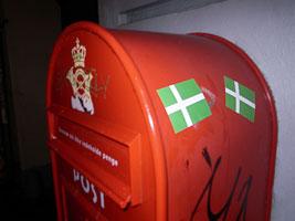 flag_mailbox.jpg